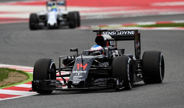 Fernando Alonso piensa en el 'top ten' en Barcelona