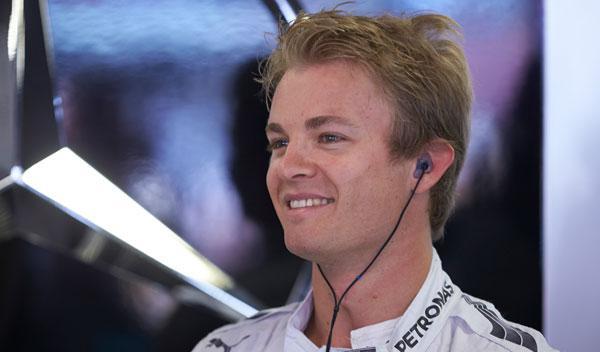Rosberg dice que tuvo que salirse de la pista