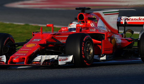 Sebastian Vettel pone nombre al Ferrari SF70H