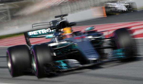 La solución de Mercedes para no sufrir en las salidas