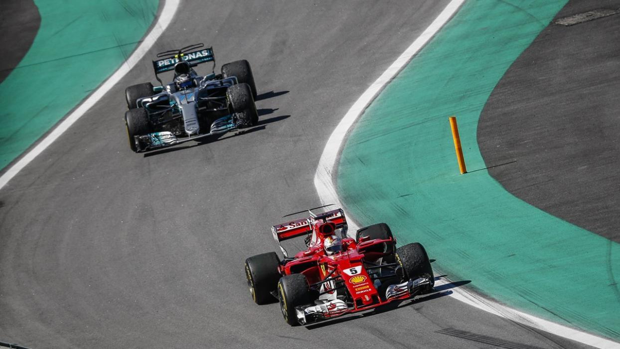 Bottas y Vettel en el GP Brasil 2017