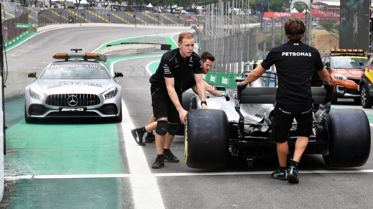 Mecánicos del equipo Mercedes F1