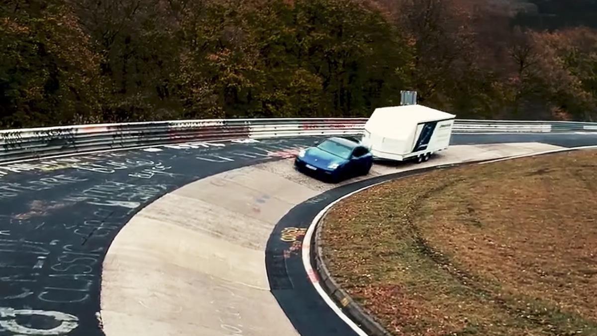 Un Panamera bate el récord de Nürburgring... tirando de un remolque