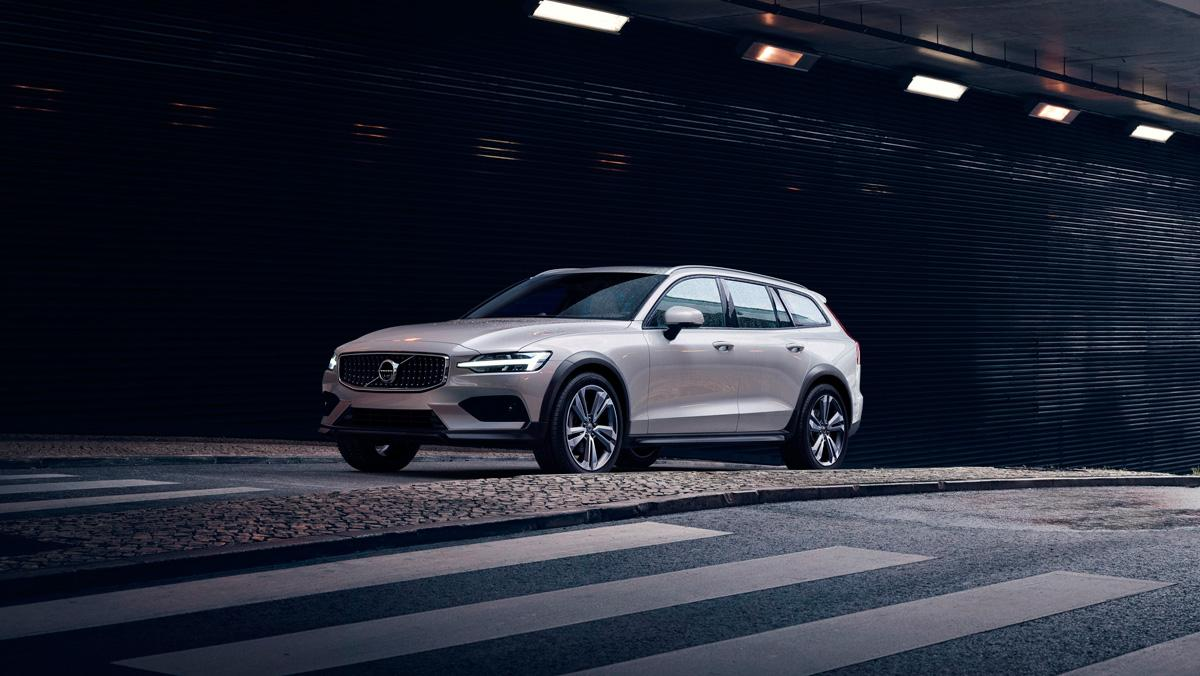 Volvo V60 Cross Country 2019 (delantera)