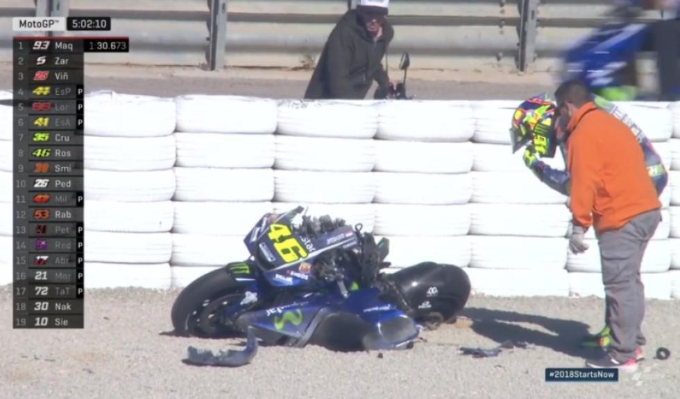 Valentino Rossi destroza su Yamaha en el test de MotoGP en Valencia