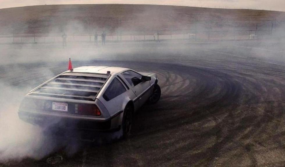 Este DeLorean hace drift de forma… ¡autónoma! Delorean-autonomo